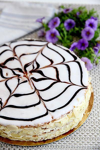 """Торт """"Эстерхази"""" – один из наиболее известных классических тортов, популярных во всем мире. Торт был впервые выпечен в Венгрии, в 18 веке, и назван он был"""