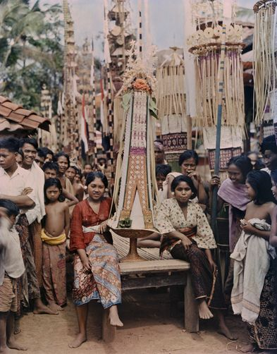 Women carry tall ceremonial offerings on their heads in processions. MAYNARD OWEN WILLIAMS/National Geographic Creative