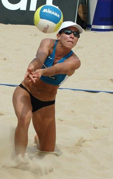 Sandra Pires Tavares (Rio de Janeiro, 16 de junho de 1973) é uma ex-jogadora de voleibol de praia brasileira.  Sandra estreou no volei de quadra, aos 14 anos, passando depois para a areia, onde conseguiu a glória como atleta.[1] Tornou-se a primeira brasileira campeã olímpica ao conquistar a medalha de ouro no vôlei de praia feminino, nos Jogos Olímpicos de Atlanta em 1996, ao lado de Jacqueline Silva.