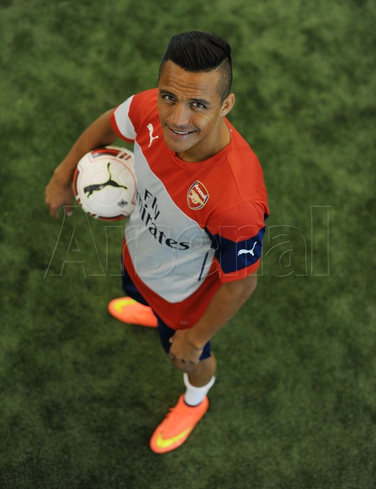 Pictures: Sanchez in Arsenal colours | News Archive | News | Arsenal.com