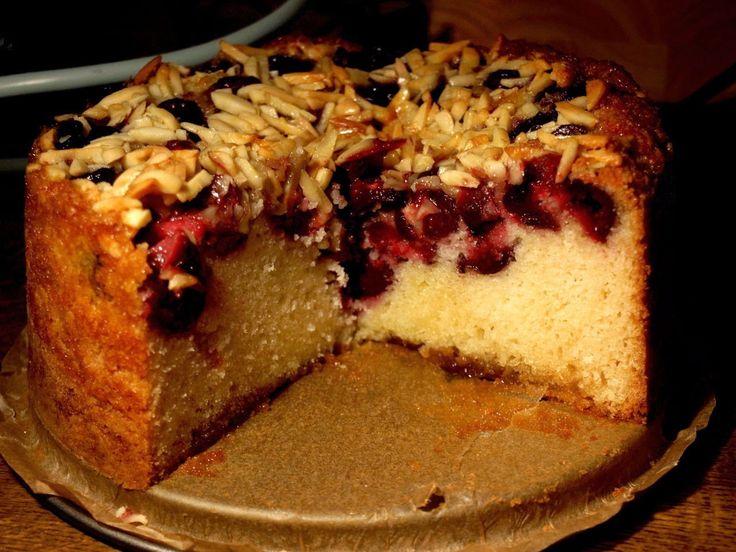Kiraz zamanı yaklaşıyor. Şimdiden bu tarifi paylaşıyorum ki, ilk aldığınız kirazlar ile bu keki hazırlayın ve sevdiklerinize sunun.      ...