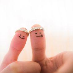 リングと一緒に記念写真♡おちゃめ&温かみ伝わる『親指フォト』を残したい*にて紹介している画像