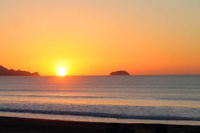 Sunrise: Gisborne Scenic Views, NZ, New Zealand