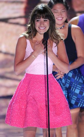 Lea Michele broke her silence about her late boyfriend Cory Monteith with a tearful speech during the Teen Choice Awards. Very touching!