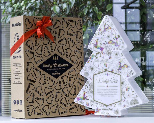 Choinka… inaczej, czyli jak oświecić święta   Inspirowani Naturą   modern christmas tree and lamp Kevin at makeithome.pl   gift idea
