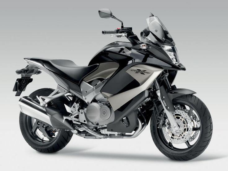 Crossrunner este cel mai nou model al celor de la Honda…si se dovedeste a fi o surpriza foarte placuta! Inginerii de la Honda au regandit tehnologia V4 astfel incat...