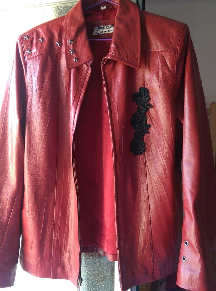 Customizando cazadora de cuero para un estilo rock and roll para una chica con rock and roll en el Tejado de La Tata Gata