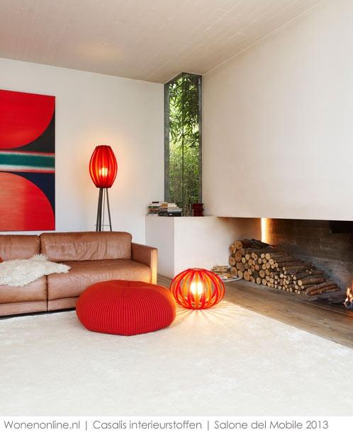 Casalis interieurstoffen 2013  Een geluidsdempend 3D-tapijt tegen de muur, een buigbare lamp, een poef die even snel van kleur verandert als een kameleon ... Stoffen worden heruitgevonden, gecombineerd, vernieuwd.