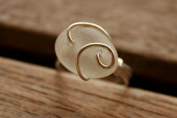 DIY ring. Great for healing stones! - This is pretty. I can possible shape all my clumps of sandglass into this!!!