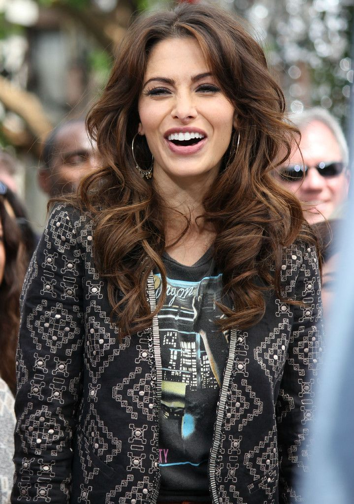 Sarah Shahi - Sarah Shahi Doing An Interview For EXTRA
