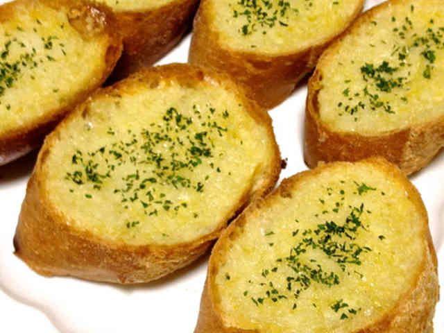簡単で美味しいガーリックトーストの画像
