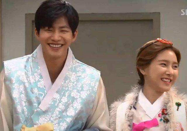 Since when they become a gummy smiles couple  . @jaelim_song & @socun89 Our Gab Soon #金素恩  #김소은  #kimsoeun  #songjaerim#songjaelim #송재림 #ソンジェリム  #宋再临  #우리갑순이 #ourgabsoon #actor #actress #model #wegotmarried #korean  Credit @magicmione