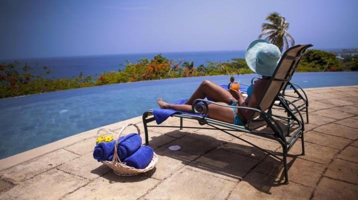 Nyd sol, pool, udsigt og varmen på The Villas at Stonehaven