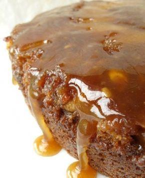 Esse bolo chega quase a ser chamado de torta de tão denso e molhadinho, veja como é fácil de fazer: - Veja mais em: http://www.vilamulher.com.br/receitas/doces/bolo-de-maca-com-calda-4452.html?pinterest-mat
