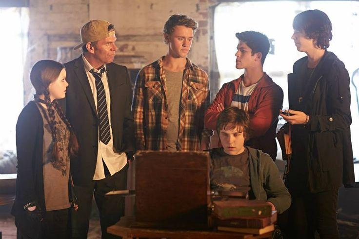 Ellen, Roland, Jake, Sam, Felix and Oscar from Nowhere Boys.