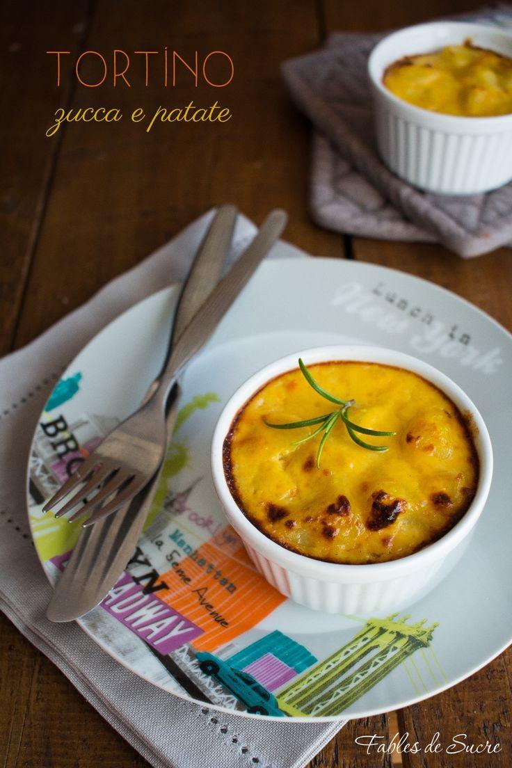 Il tortino con zucca e patate è un secondo vegetariano semplice e dal gusto delicato, una monoporzione morbida con un tocco di rosmarino.