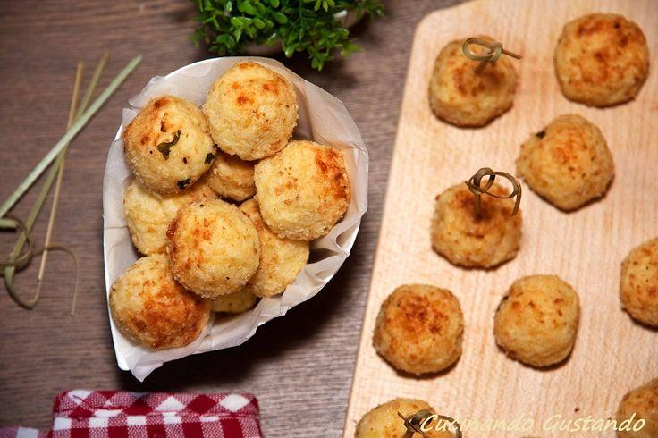 Le Polpette patate parmigiano sono un delizioso antipasto finger food perfetto per l'aperitivo o un contorno da servire caldo caldo.