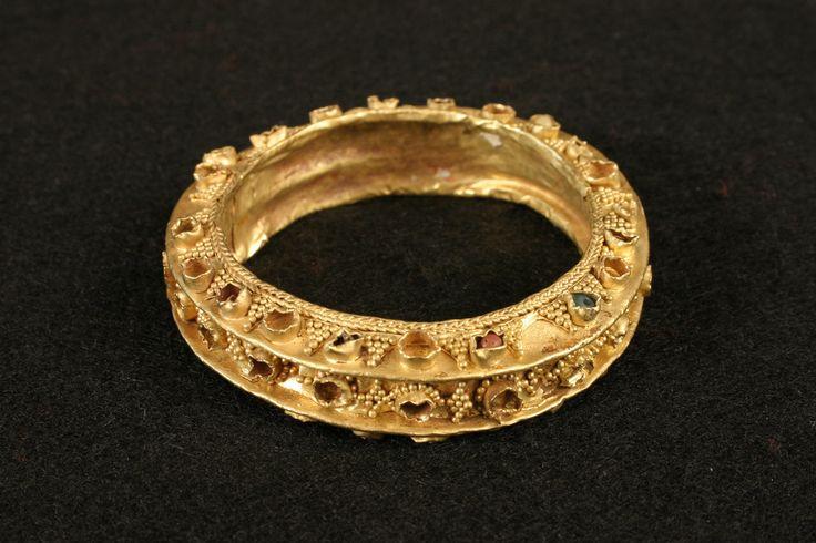 Pre-colonial bangle, garnet, gold, semi-precious stones, glass