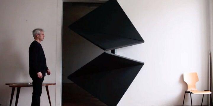 Práctica puerta de diseño futurista