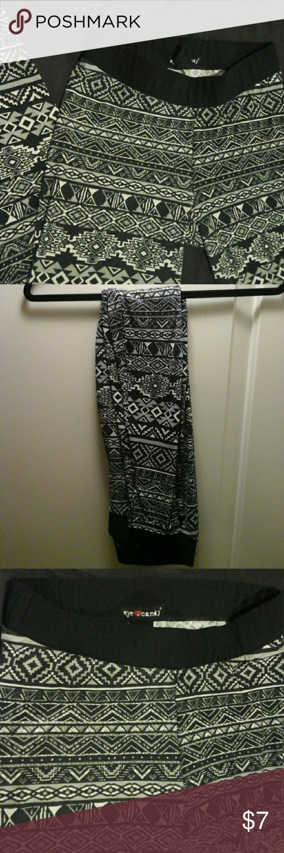 Aztec print leggings Size Medium in Junior's, off white, gray and black printed leggings , Super soft ,comfortable and stretchy light fabric eye candy Pants Leggings