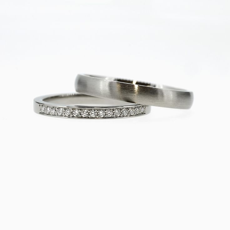 Wedding band set with diamonds in white gold