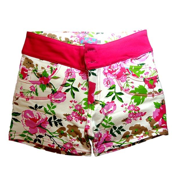 Short floral franja fucsia. Tela freshterry. Precio s/. 26.oo / Tallas 30-32