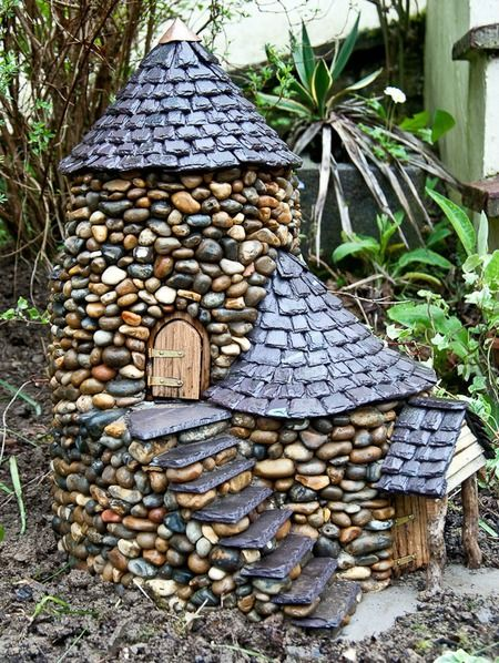Rumah batu untuk hiasan taman makin indah