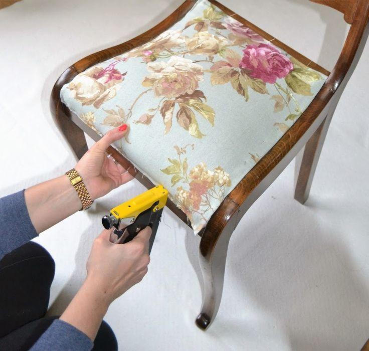 ¿Tus sillas necesitan un cambio de tapizado? Puedes hacerlo tú mismo siguiendo estás indicaciones.
