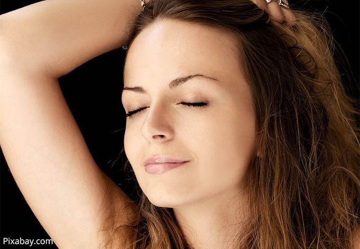 """Uroda: Sucha skóra - jak o nią dbać - http://kobieta.guru/sucha-skora-jak-o-nia-dbac/ - Mało kto może cieszyć się cerą normalną, która ani się nie przetłuszcza, ani nie przesusza. Zazwyczaj nasza skóra """"skłania"""" się ku jednemu bądź drugiemu, przysparzając nam różnych związanych z tym kłopotów."""