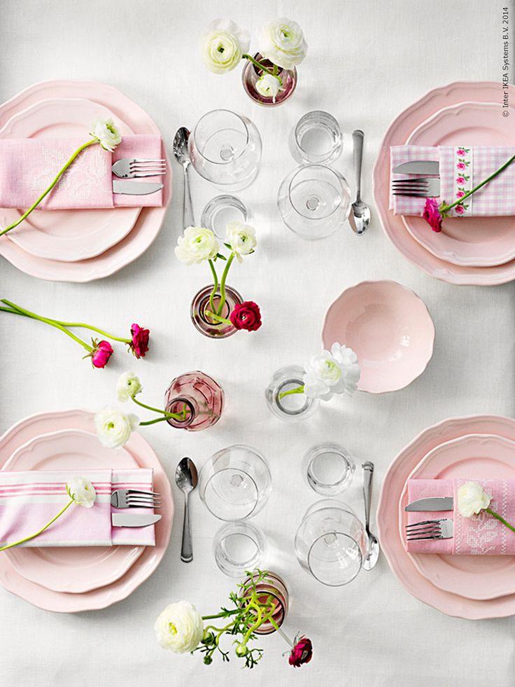 Skär, rosa, rosenröd - en kär färg har många namn. Överraska någon du tycker om eller saknar och lägg lite extra omtanke på att duka bordet med något speciellt för just den personen.
