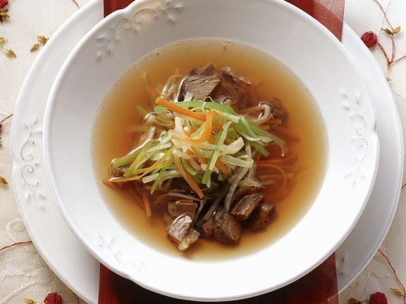 Ochsenschwanzsuppe ist ein Rezept mit frischen Zutaten aus der Kategorie Rind. Probieren Sie dieses und weitere Rezepte von EAT SMARTER!