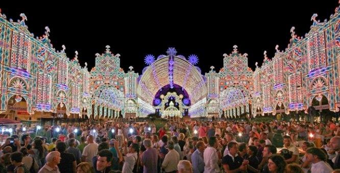 Festa di Santa Domenica, Scorrano (LE)  http://www.pugliaevents.it/it/gli-eventi/santa-domenica?fb_comment_id=fbc_434287303270779_5235553_448447901854719