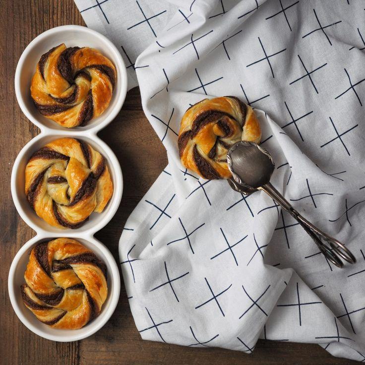 Auch für Back-Anfänger: Blätterteig-Knoten mit Nutella - ein schneller und leckerer Snack zum Frühstück oder für zwischendurch!