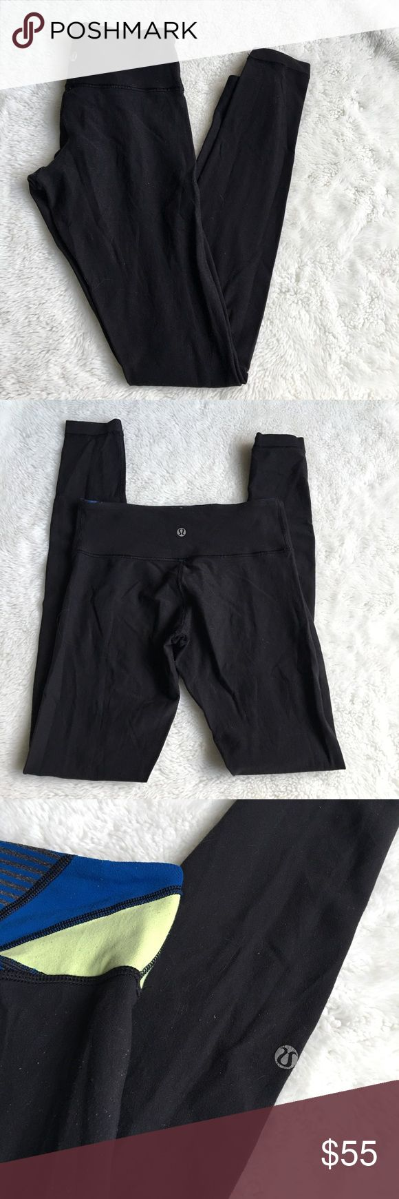 "Lululemon Wunder Under Reversible Black Pants sz 4 Pre-owned authentic Lululemon Wunder Under Reversible Black Pants sz 4. Inseam is 30.5"" inches. Rise is 9"" inches. Waist laying flat is 12.5"" inches. Please look at pictures for better reference. Happy Shopping! lululemon athletica Pants"