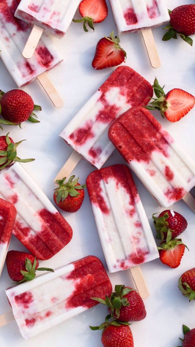 Popsicle season! Photography of food! Strawberry and vanilla