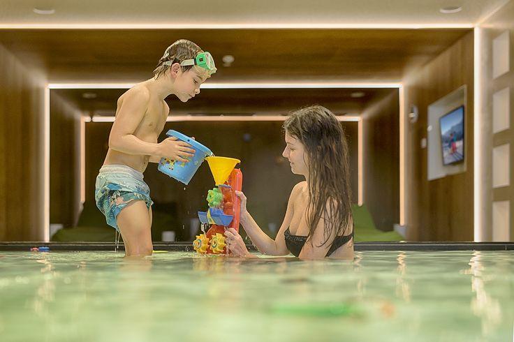 it's #pooltime :-) #alpenschloessl_linderhof #wellnessresort #familyholidays #kidspool