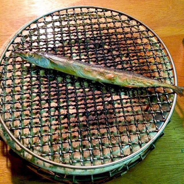 熊野灘の冬の名物‼︎ 秋刀魚の丸干し♬ 鰯も美味しいけれどコレは本当に焼酎に良く合います。丸干しだけに「秋刀魚、苦いか?塩っぱいか?」ってお腹がとっても美味しいです‼︎(笑) - 74件のもぐもぐ - 夕方ピクニック♬ (▰˘◡˘▰)☝︎ by giacometti1901