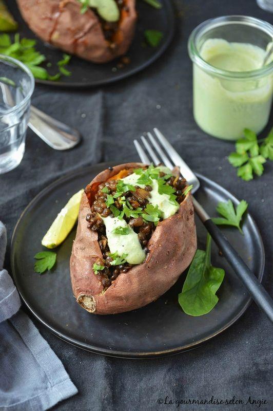patate douce farcie aux lentilles au curry - sauce brocoli - vegan sans gluten
