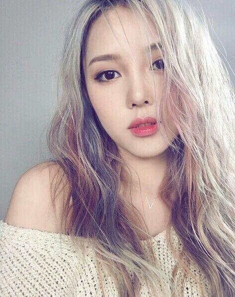 Zeg+je+föhn+vaarwel+dankzij+deze+Koreaanse+haartrend+