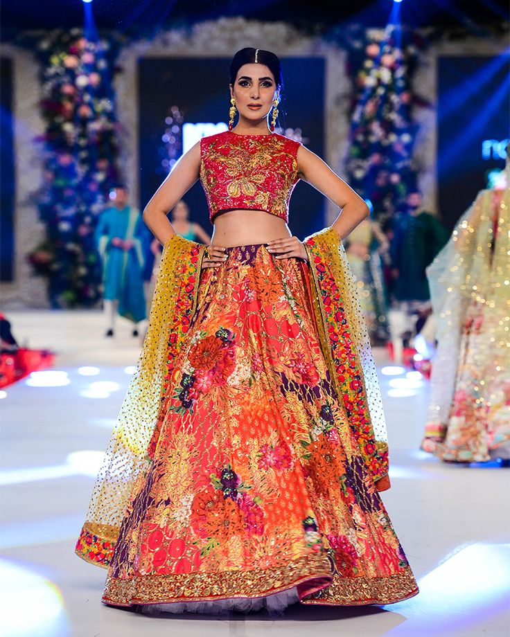 Nomi Ansari Heavy Embroidered Bridal Collection 2016-2017 (12)