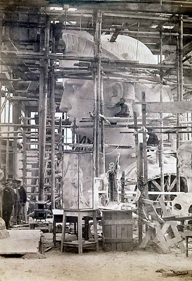 14 Incredible Photos Of The Statue Of Liberty Being Constructed In Paris