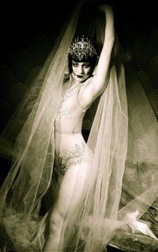 Burlesque #burlesque #theatrical #fashion
