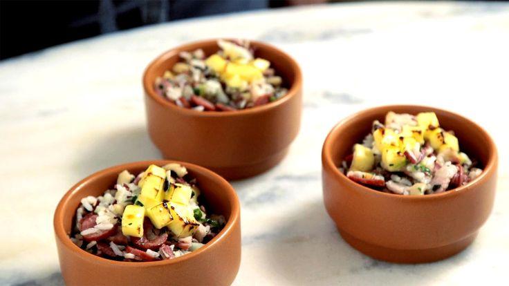Receita com instruções em vídeo: A sua família vai amar essa receita deliciosa de baião de dois.  Ingredientes: Azeite de oliva para refogar, 2…