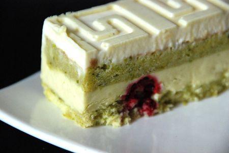 Biscuit pistache mousse chocolat blanc framboises