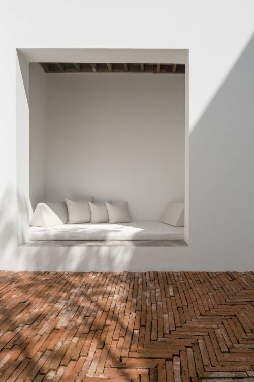 That nook ! and the brick floor. Especialmente el piso de ladrillo