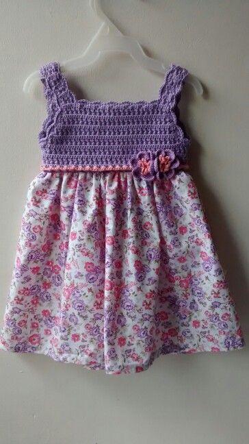 Vestido para niña tejido en punto manzanilla