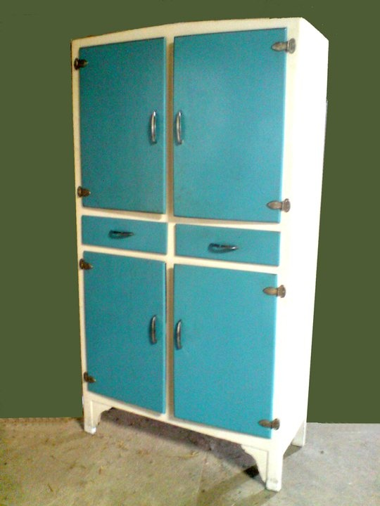 Las 25 mejores ideas sobre armario antiguo en pinterest - Mueble despensa cocina ...