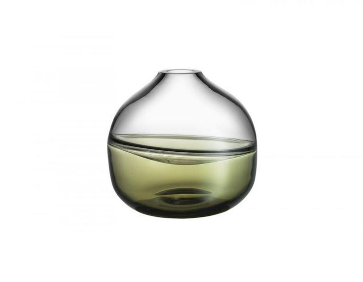 Een Septum vaas van het Zweedse designmerk Kosta Boda.