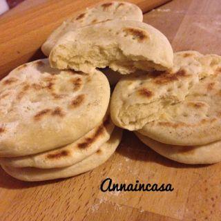 Anna in Casa: ricette e non solo: Focaccine alla birra (15 minuti cotte in padella)
