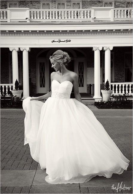 her dress...: Full Skirts, Princesses Dresses, Wedding Dressses, Ball Gowns, Wedding Dresses, Wedding Gowns, Beautiful Dresses, Dreams Dresses, The Dresses